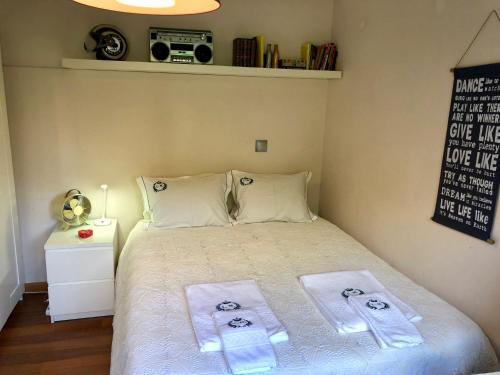 เตียงในห้องที่ Oporto Garden House - Annex bedroom