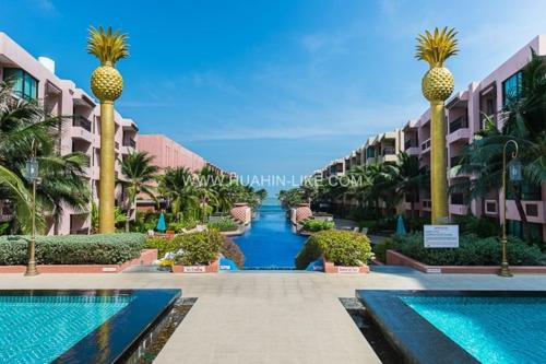 สระว่ายน้ำที่อยู่ใกล้ ๆ หรือใน Marrakesh Huahin 1 bedroom with pool access 307