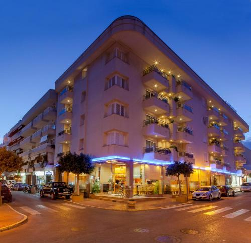 アパートホテル ドゥケサ プラヤ