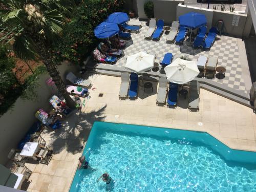 วิวสระว่ายน้ำที่ Jason Hotel Apartments หรือบริเวณใกล้เคียง
