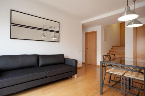 พื้นที่นั่งเล่นของ Guell Modern Apartment