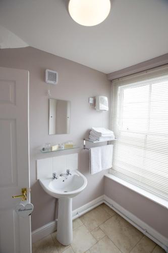 ห้องน้ำของ The Devon and Cornwall Inn