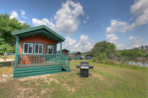Lake Conroe Queen Studio Cabin 8