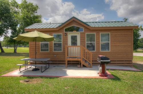 Lake Conroe Two-Bedroom Cabin 14