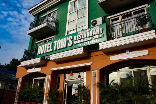 Tom's Hotel