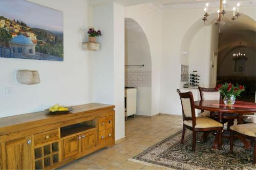 Abouhav Winery Villa
