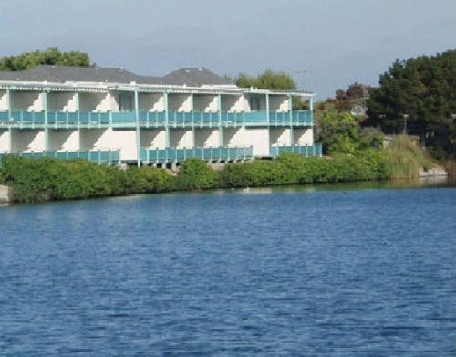 Coral Reef Inn & Condo Suites