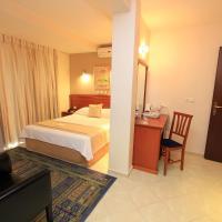 Triton Hotel Piraeus