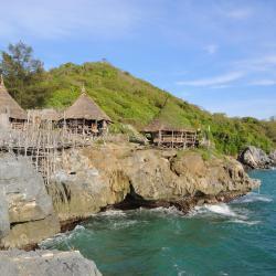 เกาะสีชัง โรงแรมที่มีสระว่ายน้ำ 3 แห่ง