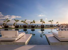 Royal Hideaway Corales Suites, by Barceló Hotel Group, อาเดเฮ