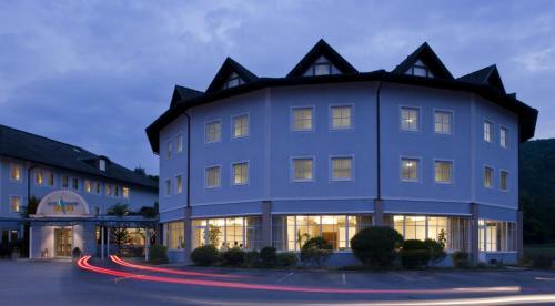 10 for Maxim design hotel 3 star superior