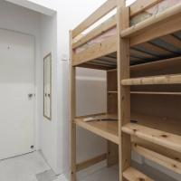 Loftbed Room within a Chinatown apartment, MRT below, CBD walkable