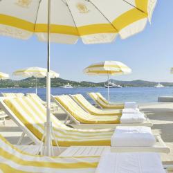 โรงแรมติดทะเล  โรงแรมติดทะเล 8 แห่งในกองกาเดมารีนี